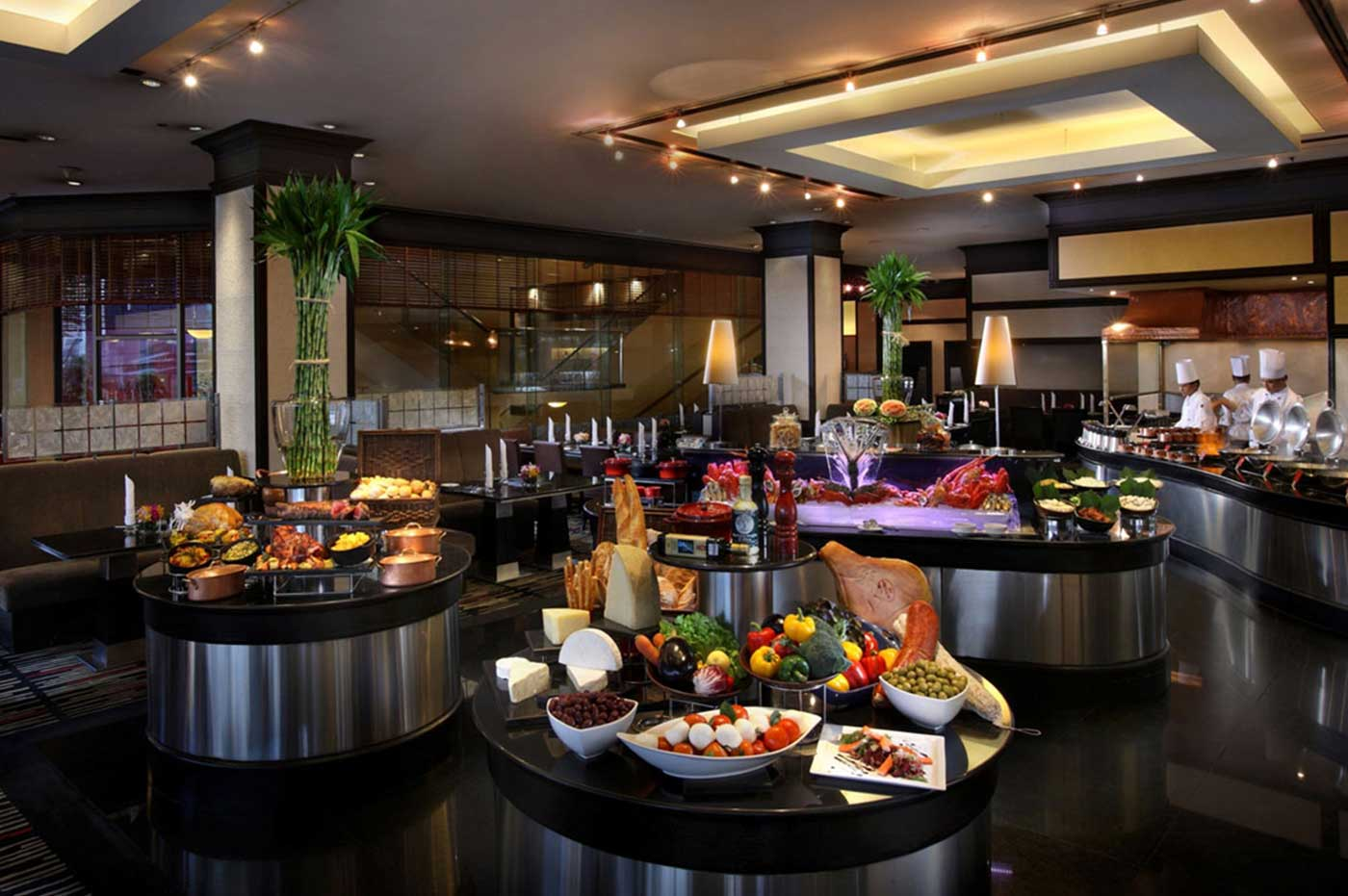 INTERNATIONAL CUISINE IN A LIVE BUFFET THEATRE